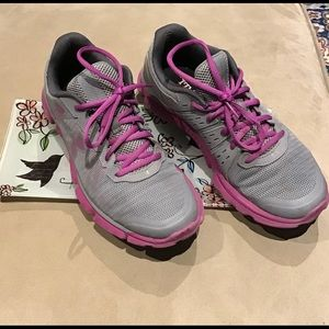 Under Armour Shoes - Under Armour athletic shoes with Micro G EUC